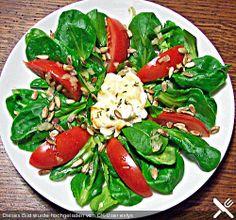 Chefkoch.de Rezept: Feldsalat mit Ziegenkäse - Talern Caprese Salad, Dressing, Food, Food Portions, Cooking, Recipies, Honey, Essen, Meals