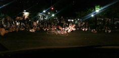 Ciclistas realizam protesto na Av. Visconde de Jequitinhonha  Ciclistas iniciaram um protesto por volta das 20h30 desta sexta-feira (15) na Avenida Visconde de Jequitinhonha, em Boa Viagem, Zona Sul do Recife, em memória ao adolescente Caio Menezes, 16 anos, que foi atropelado por um automóvel no último 7 de março. A vítima foi internada com traumatismo crânio encefálico e não resistiu aos ferimentos, falecendo no dia seguinte.  Publicado em 15.03.2013, às 21h28  (Leia [+] clicando na…