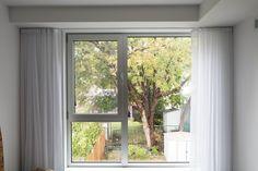 Fenêtres Ocillo-battant utilisées dans toute les unités KnightsBridge Condo, Window Treatments, Windows, Bedroom, Design, Inspiration, Home Decor, Biblical Inspiration, Decoration Home