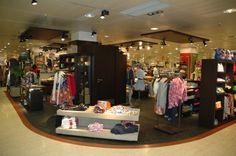 Visual merchandising Montaje tienda de Gals & Guys, E.C.I Vigo: -Interlocución con clientes a diferentes niveles, así como con departamentos internos (gerencia, Dirección Comercial, etc).  - Diseño y montaje de los elementos decorativos. Ideas imaginativas S.L
