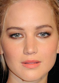 Close-up of Jennifer Lawrence at the 2015 Paris premiere of 'The Hunger Games: Mockingjay Part Wedding Makeup Tips, Wedding Makeup Looks, The Hunger Games, Celebrity Makeup Looks, Celebrity Beauty, Katniss Everdeen, Jennifer Lawrence Makeup, Mtv, Bob Hairstyles