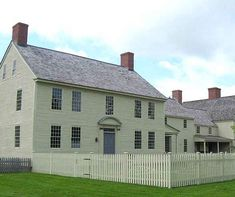 love the simplicity of this Revolutionary War-Era colonial