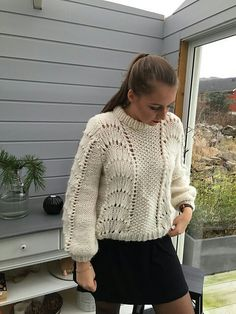 Kristianes Bølgegenser Mohair Sweater, Cable Knit Sweaters, Jumper Knitting Pattern, Big Knits, Knitwear Fashion, Warm Outfits, Pullover, Knit Crochet, Sweaters For Women