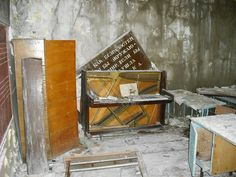 Back in 2009, redditor HoHoNOPE paid a few hundred bucks to charter an illegal tour of the Chernobyl power plant and nearby ghost town of Prypiat. This is what he saw.