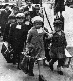 Finnish children being evacuated to Sweden - Winter War - photo in Turku - Finland Los Kennedy, Caroline Kennedy, Sweet Caroline, Lappland, David And Goliath Story, History Of Finland, Fjord, American Presidents, Jfk