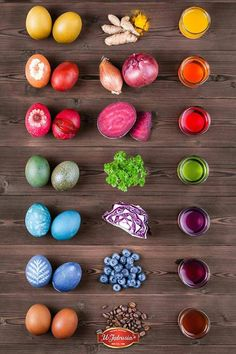 How to dye easter eggs naturally. decorating eggs You Can Make These Natural Easter Egg Dyes With Everyday Ingredients Easter Egg Dye, Coloring Easter Eggs, Hoppy Easter, Easter Eggs Natural Dye, Egg Coloring, Coloring Tips, Easter Food, Easter Table, Easter Activities