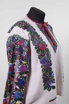 Polish Embroidery, Embroidery Patterns, Floral Tie, Ethnic, Culture, Pretty, Shirts, Outfits, Clothes