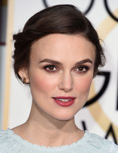 Keira Knightley #Chanel #feather #earrings