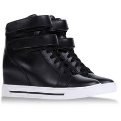 MARC BY MARC JACOBS High-tops (205 CAD) ❤ liked on Polyvore featuring shoes, sneakers, sapatos, zapatos, black, black hi top sneakers, black shoes, lace up sneakers, velcro shoes и marc by marc jacobs sneakers