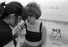 Susan Meiselas. Carol and JoJo at Rockaway Beach, 1978 (Prince Street Girls)
