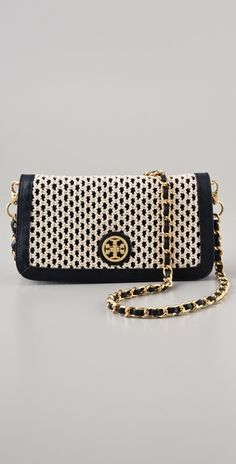Love this bag.  And my birthday is coming up really soon ;)