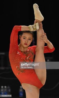 ニュース写真 : Japan's Shiho Nakaji competes on the floor. Gymnastics Posters, Gymnastics Photography, Gymnastics Pictures, Sport Gymnastics, Artistic Gymnastics, Olympic Gymnastics, Gymnastics Leotards, Dance Photography, Gymnastics Problems