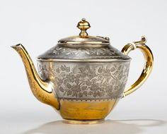 An elegant teapot from a Parcel Gilt Tea Set by Frederick Elkington, Birmingham… Teapots And Cups, Teacups, Japanese Taste, Silver Teapot, Chinese Tea, Mad Hatter Tea, Tea Service, Kettles, Coffee Set