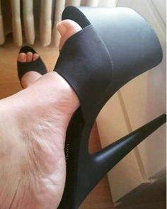 Platform High Heels, Black High Heels, High Heels Stilettos, High Heel Boots, Platform Mules, Black Toe, Beautiful High Heels, Gorgeous Feet, Stylish Boots