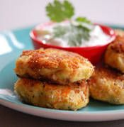 Tuna and Chickpea Patties - Recipe for Tuna and Chickpea Patties - Tuna Croquettes Tuna Recipes, Greek Recipes, Salmon Recipes, Real Food Recipes, Dinner Recipes, Cooking Recipes, Tuna Patties, Patties Recipe, Salmon Patties
