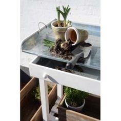 Plantebord med zinkplade og skuffe find det lækreste interiør og de skønneste møbler - Alt til hjem og have på www.galleri-hebe.dk :-)