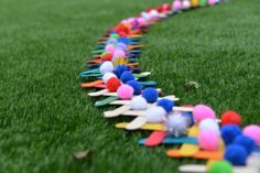 How to build an easy lolly stick chain reaction, a great demonstration of kinetic and potential energy. Summer Science, Easy Science, Science For Kids, Science Experiments Kids, Science Lessons, Science Fair, Science Club Activities, What Is Climate, Kinetic And Potential Energy