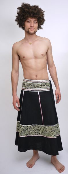 Stephan in an Indian unisex sarong Ufash … can be worn by both women and men … Kilt Skirt, Man Skirt, Dress Skirt, Dress Me Up, Men Dress, Men Wearing Skirts, Men In Kilts, Unisex Fashion, Men Fashion