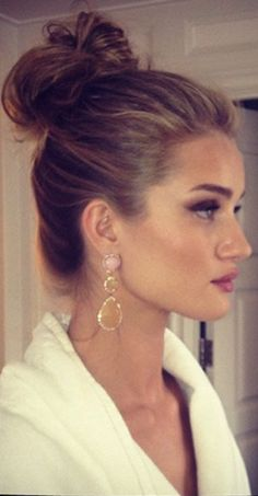 Rosie Huntington Whiteley - perfect up- do hairstyle.
