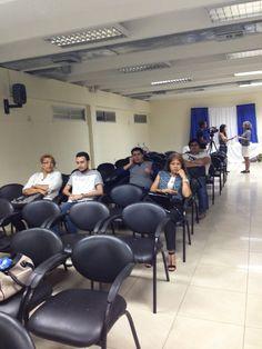 """Poco a poco se fue llenando la sala del evento """"Blog Diversidad"""".  #SomosComunicación #Ucsg #LosMejoresAlumnos"""