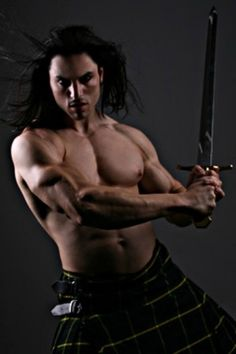 Community Post: 40 Shirtless Guys In Kilts