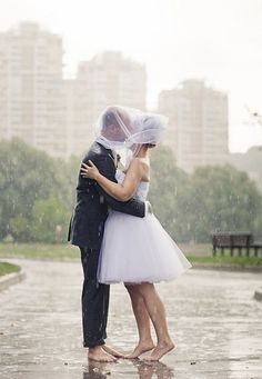 Swooning over this rainy day wedding shoot.