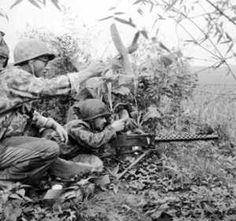 """Légionnaires 2ème BEP avec mitrailleuse de 30 contre TD 42 (Régt viet minh) le 22 avril 1952 Opérations """"Porto"""" - """"Polo"""" - """"Turco"""" du 14-04 au 27-04-1952 avec 2eme BEP, 10eme BPCP et 5eme BPC"""