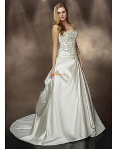 Wedding Dress Photos - Find the perfect wedding dress pictures and wedding gown photos at WeddingWire. Browse through thousands of photos of wedding dresses. Wedding Dress Pictures, Wedding Dresses Photos, Bridal Wedding Dresses, Bridesmaid Dresses, Prom Dresses, Ivory Wedding, Dress Prom, Sweetheart Wedding Dress, Perfect Wedding Dress