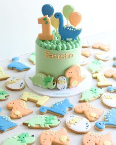 Twin Birthday Cakes, Themed Birthday Cakes, Birthday Party Decorations, 1st Birthday Parties, Party Themes, Dinosaur First Birthday, Dinosaur Party, Cute Baby Shower Ideas, Shower Baby