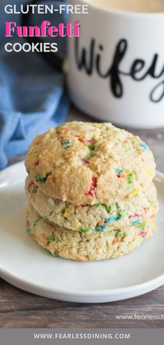 If you love cookies, these gluten free rainbow funfetti sugar cookies are a delicious cookie treat. Easy directions, drop style or slice and bake instructions. fearlessdining Funfetti Cookie Recipe, Best Gluten Free Cookie Recipe, Funfetti Cookies, Yummy Cookies, Sugar Cookies, Kinds Of Cookies, Sandwich Cookies, Macaroons, Food To Make