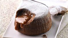 Σουφλέ λάβα σοκολάτας | Συνταγή | Argiro.gr - Argiro Barbarigou Dark Chocolate Truffles, Chocolate Souffle, Chocolate Cake, Italian Bakery, Italian Desserts, Key Lime Cheesecake, Gourmet Cakes, Lava Cakes, Food Categories
