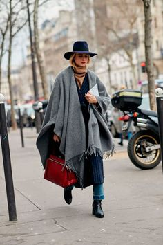 Fedora Outfit, Wool Hat Outfit, Paris Outfits, Outfits With Hats, Winter Outfits, French Chic Fashion, French Street Fashion, Dress Like A Parisian, Parisian Chic Style