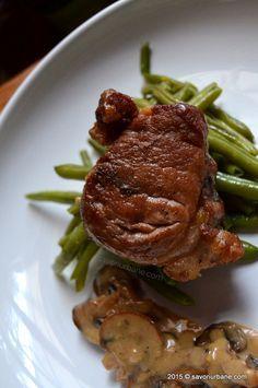 Muschiulet fraged  cu sos de ciuperci (22) Yami Yami, Pork Recipes, Healthy Recipes, Romanian Food, Romanian Recipes, Food And Drink, Chicken, Cooking, Gourmet