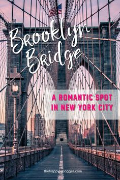 Watching the sunrise on Brooklyn Bridge in New York City: The best and most romantic view on Manhattan's skyline with One World Trade Center + Empire State Building. A must-see for New York visitors! So romantic!