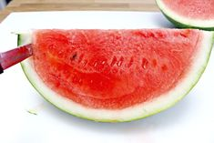 How to Cut a Watermelon into Triangles - Mom 4 Real Cut Watermelon, Kitchen Craft, Triangles, Addiction, Parties, Snacks, Drink, Mom, Fruit