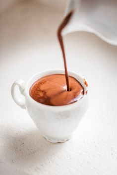 We're sharing with you How to Make Italian Hot Chocolate. It's rich thick hot chocolate that you can enjoy sipping at home. Chocolate Shots, Hot Chocolate Recipes, Chocolate Coffee, Italian Hot Chocolate Recipe, Melted Chocolate, Chocolate Cake, Yummy Drinks, Yummy Food, Pause Café