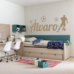 Vinilos decorativos con el nombre Álvaro, la silueta de un futbolista y balones de fútbol, para paredes. Pegatinas o stickers decorativos con nombre Álvaro