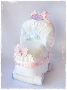 Cadeau de naissance mini landau de couches fille                              …