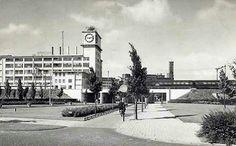 Philips Klokgebouw gezien vanaf NU station Beukenlaan.