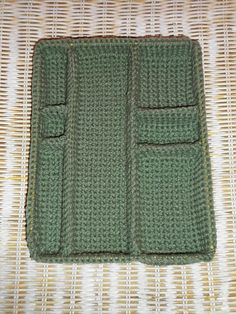 10 Steps to Learning How to Crochet Crochet Crafts, Crochet Projects, Knit Crochet, Diy Crafts, Crotchet Patterns, Granny Square Crochet Pattern, Crochet Organizer, Yarn Organization, Crochet Decoration