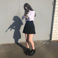Girl Pictures, Girl Photos, Western Girl, Dibujos Cute, Grunge Girl, Foto Pose, Aesthetic Girl, Aesthetic Pictures, Korean Girl
