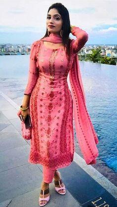 Beautiful Girl Body, Beautiful Girl Indian, Most Beautiful Indian Actress, Beautiful Actresses, Dress Indian Style, Indian Dresses, Punjabi Dress Design, Beautiful Muslim Women, Beauty Full Girl