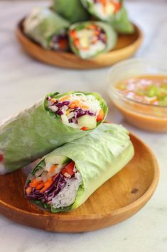 Veggie spring rolls with spicy peanut dipping sauce - vegan .- Veggie spring rolls with spicy peanut dipping sauce – vegan & gluten free Vegetarian Cabbage, Vegetarian Recipes, Cooking Recipes, Healthy Recipes, Vegan Recipes Easy Cheap, Vegetarian Wraps, Veggie Spring Rolls, Summer Rolls, Vegetarian Spring Rolls