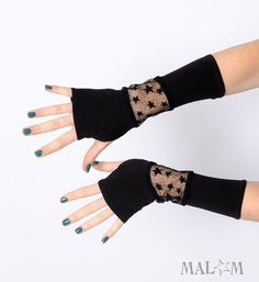 Black starry armwarmers Black patchwork gloves Jersey and by Malam, Red Gloves, Long Gloves, Fingerless Gloves Knitted, Crochet Gloves, Wrist Warmers, Hand Warmers, Striped Gloves, Gloves Fashion, Look Fashion