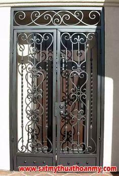 Ferforje giriş kapisi Steel Gate Design, Front Gate Design, Door Gate Design, Wrought Iron Decor, Wrought Iron Fences, Iron Front Door, Iron Doors, Grill Door Design, Door Grill
