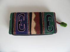 Prachtige dames portemonnee met rits en versierd met pompoentje. http://www.wanwisawebwinkel.nl/index.php/tassen/handgemaakte-portemonnee/dames-portemonnee-detail