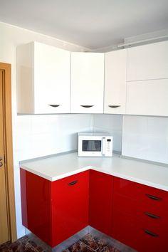 Mobilier de Bucatarie MDF vopsit lucios Rosu Ferrari Alb RAL 9003 corp la 45 grade Ferrari, Kitchen Cabinets, Home Decor, Decoration Home, Room Decor, Kitchen Base Cabinets, Dressers, Kitchen Cupboards, Interior Decorating