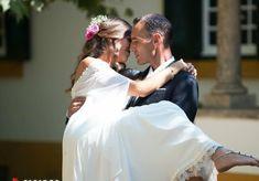 Ex-concorrente de 'Casados à Primeira Vista' pode entrar na segunda edição Daniel Oliveira, Reality Shows, Bridesmaid Dresses, Wedding Dresses, Fashion, Cod, Bridal Dresses, Moda, Bridal Gowns