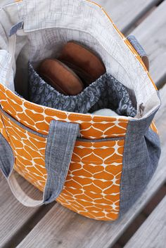 Noodlehead: Super Tote Pattern (love the orange and gray combo)....reépinglé par Maurie Daboux ❥•*`*•❥