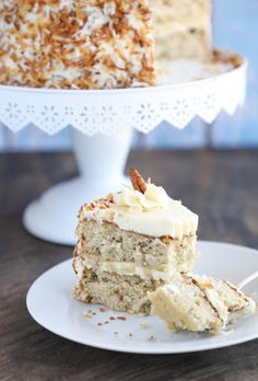 This decadent Keto Hummingbird Cake has all the trademark tropical flavors (banana, pineapple, pecan, allspice) of the classic Southern favorite - and nobody will believe it's low carb & gluten free! Gourmet Recipes, Low Carb Recipes, Cake Recipes, Dessert Recipes, Healthy Recipes, Gourmet Foods, Fish Recipes, Delicious Desserts, Keto Cake